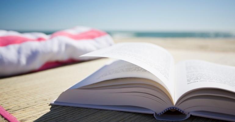 5 książek na lato, czyli co warto przeczytać w czasie urlopu