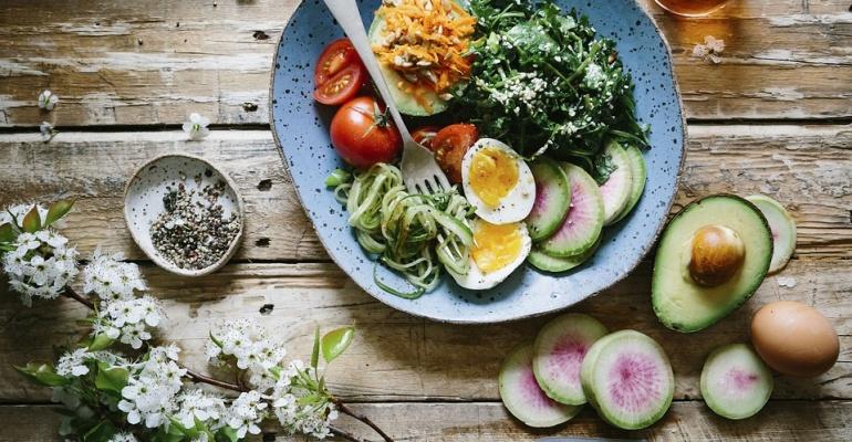 Co jeść w upały, aby się nie ugotować?
