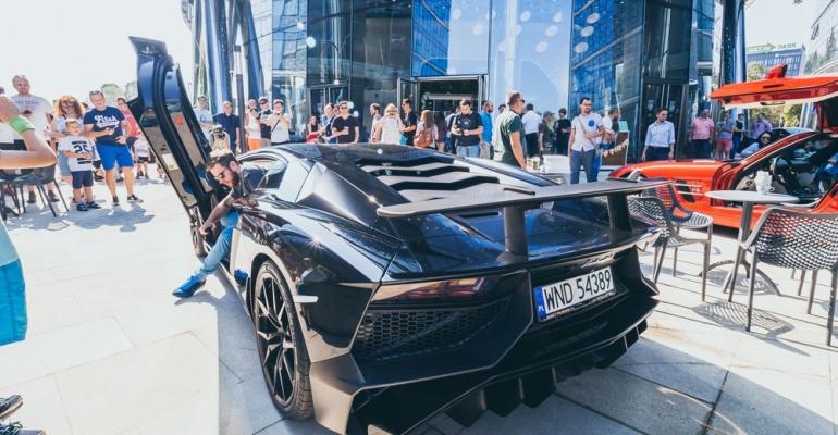Kawa i samochody ponownie pod Warsaw Spire