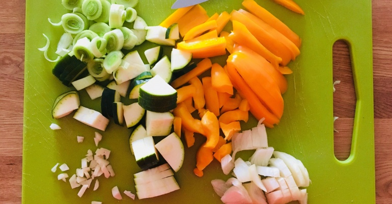 Co zrobić z resztkami jedzenia? Przepis na obiad w wersji Zero Waste