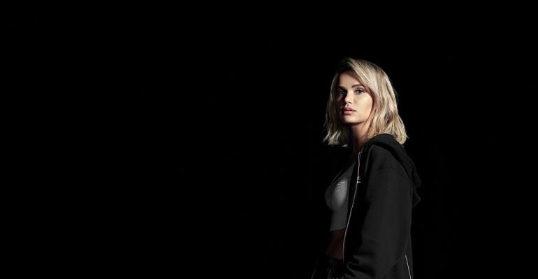 Nocna sesja zdjęciowa w najnowszej kampanii adidas Originals