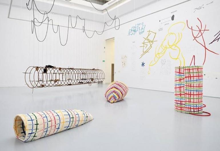 """Czy sztuka współczesna jest nowoczesna?   spotkanie z cyklu """"Sztuka i filozofia"""" towarzyszące wystawie """"Spojrzenia 2015"""""""